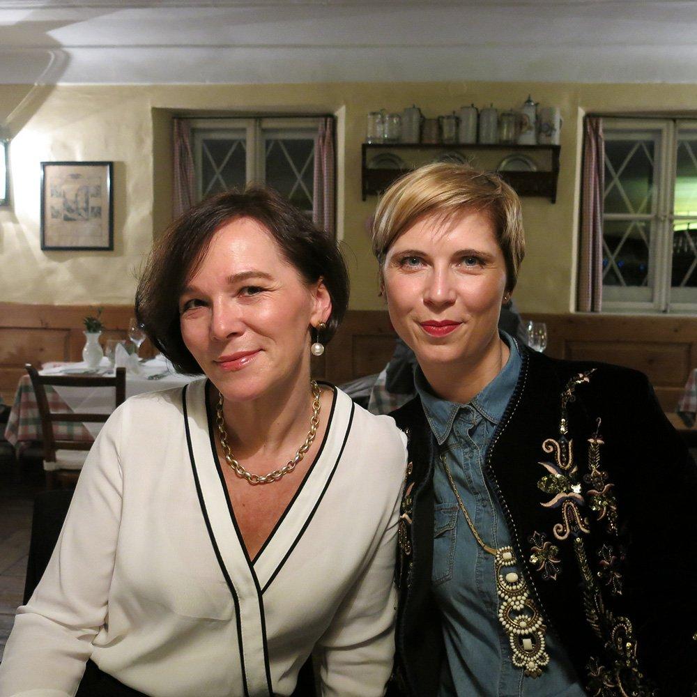 Salzburg, Sightseeing, Ausflug, Wochenende, Conny Doll, Sehenswürdigkeiten, Annette und ich im Schlosswirt zu Anif