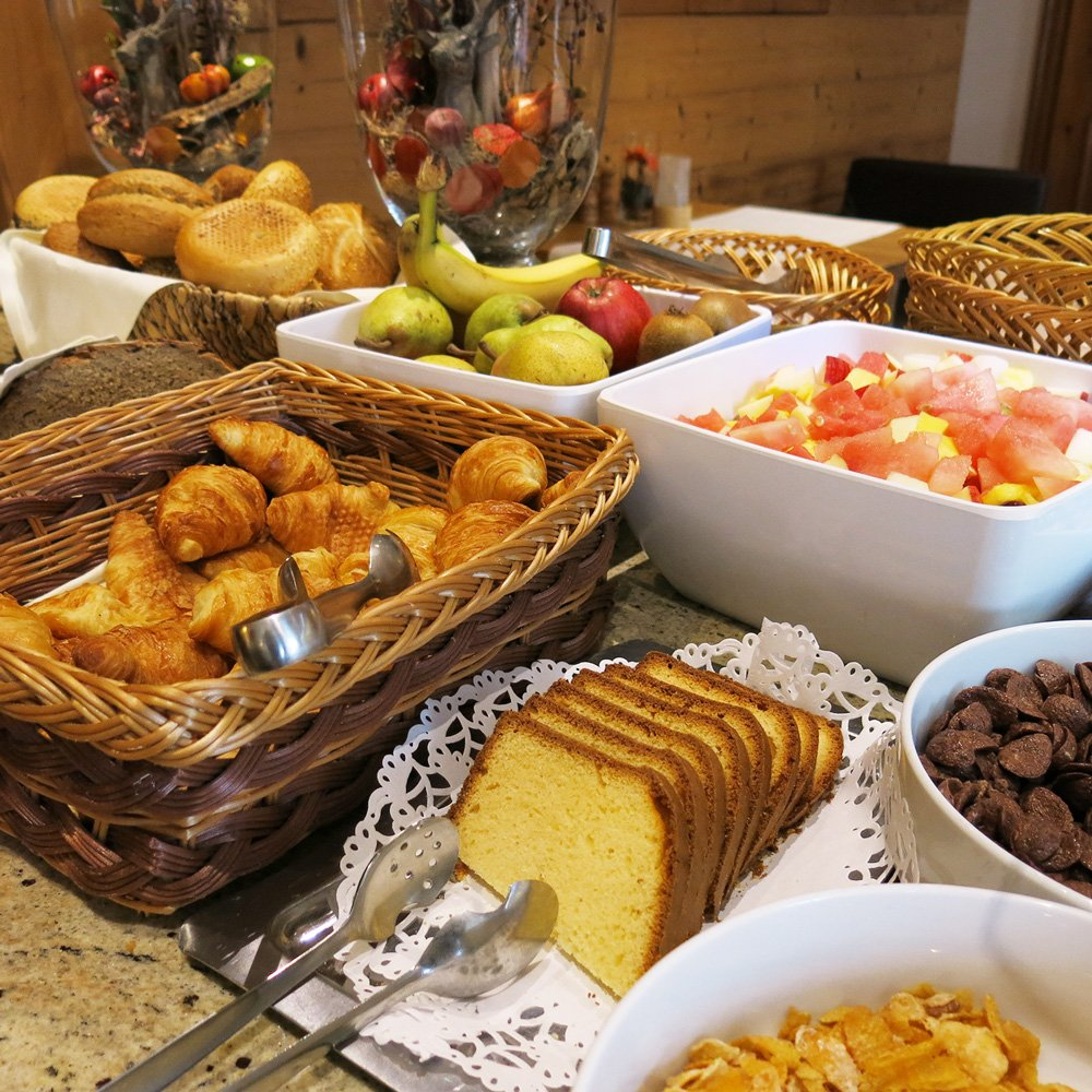Frühstücksbuffet, Kuchen, Obstsalat, Hotel 3-Quellen-Therme, Bad Griesbach, Wellness, Beauty, Conny Doll Lifestyle