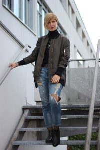 Destroyed Denim, Jeans, Rollkragen, Netzstrumpfhose, casual, lässig, Conny Doll