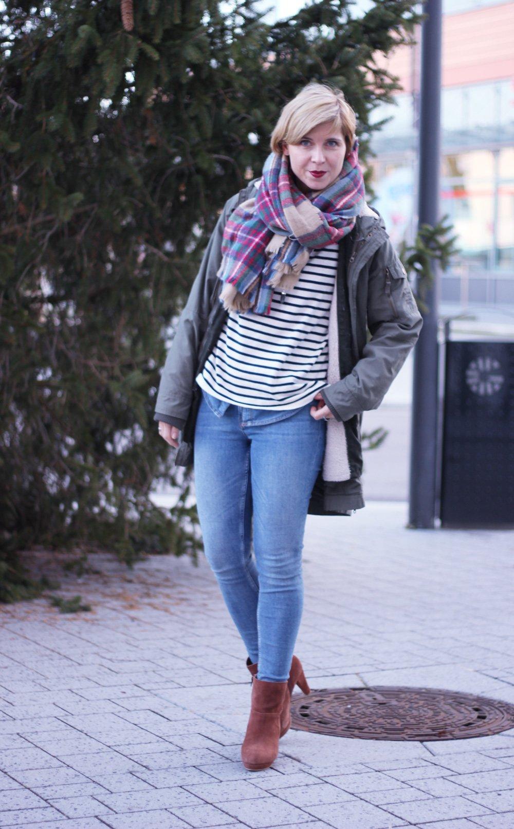 Jeanshemd, Parka, Stylingchallenge, Blau, oversized Schal, Streifenpullover, Neyo, Winter
