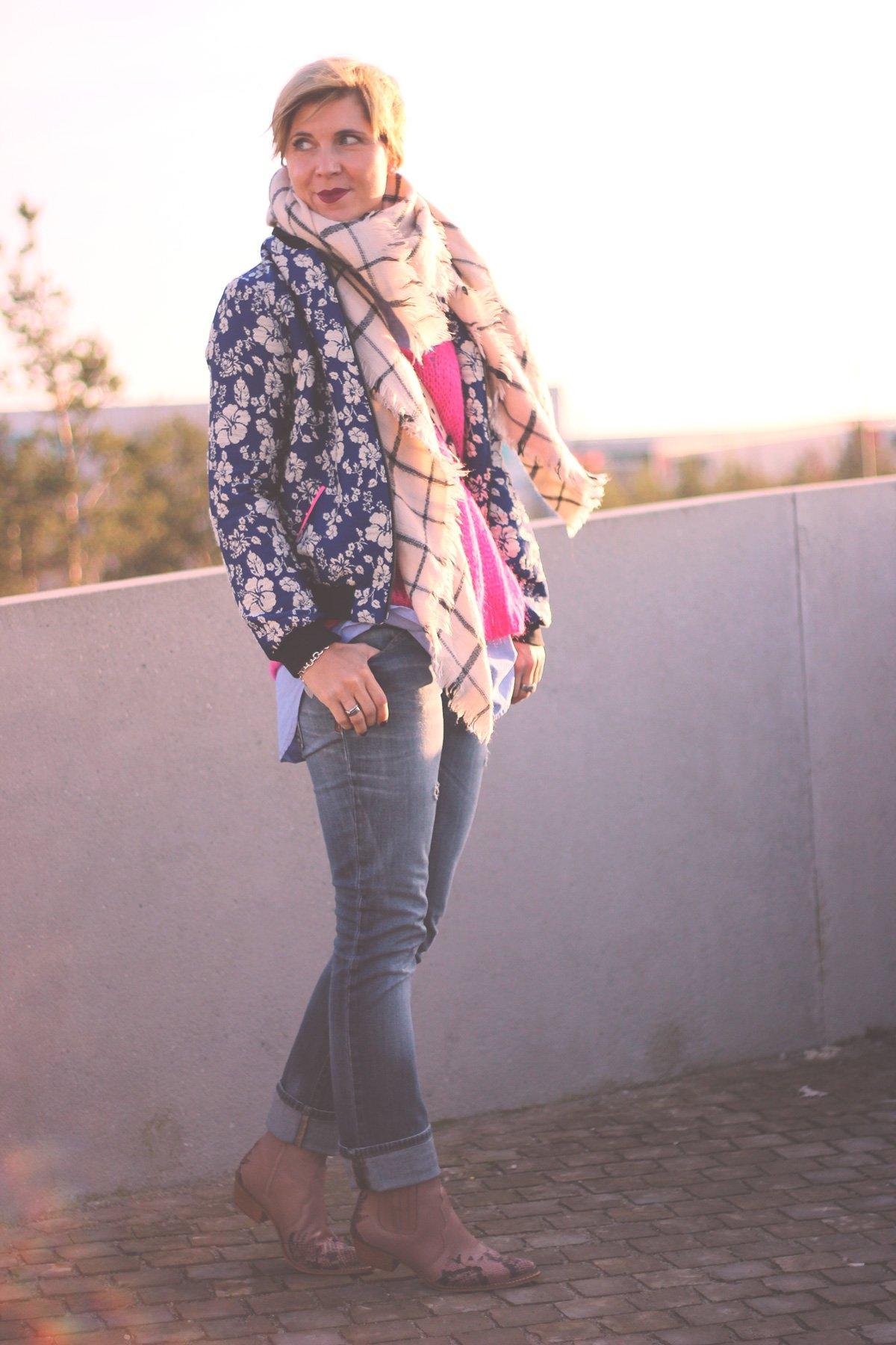 img_3539a-secretofstyle-dawanda-pink-grobstrick-oversize-pullover-vausschnitt-jeans-bluse-cowboystiefel