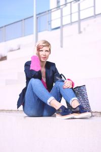 pink, schuhhaus lüke, boyfriendstyling, casual, boden, strickpullover, blau, blazer, conny doll