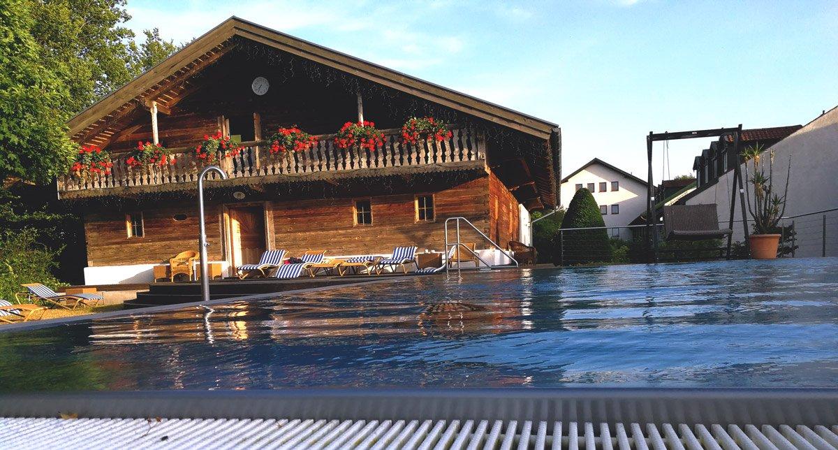 Hotel Drei Quellen Therme, Pool mit Blick auf den Saunastadl