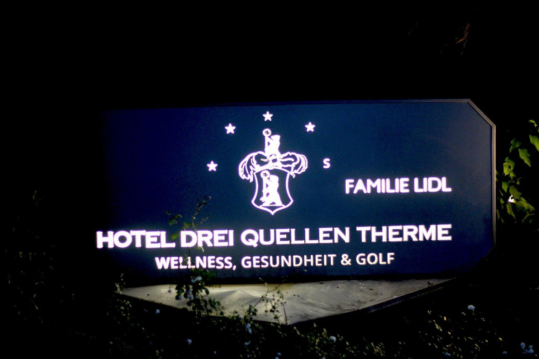 Hotel Drei Quellen Therme, Eingang, Hintereingang, Schild