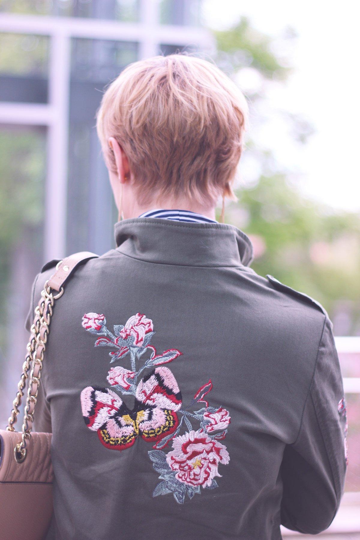 Urlaubsmitbringsel, Schluppenbluse, transparent, Conny Doll, Skinny, Jacke mit Stickerei, KL-Tasche