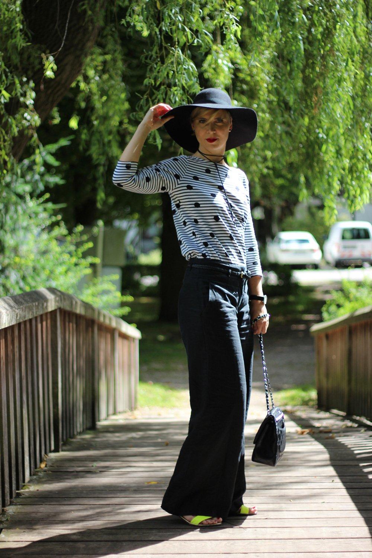 Punkt mit schwarz-weiß, Tchibo, weite Hose, Shirt, Streifen, Conny