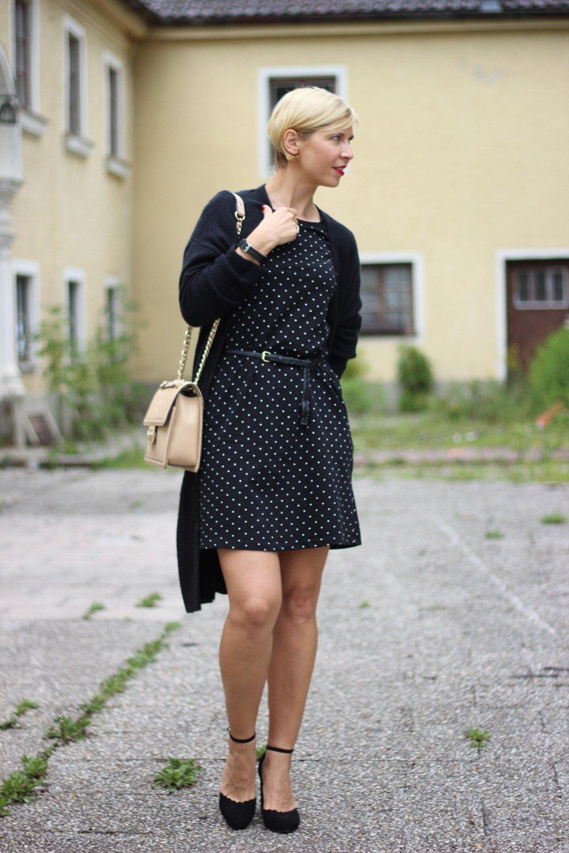 Punkt mit schwarz-weiß, Kleid, ausgestellt, chic, Cardigan, Tchibo,