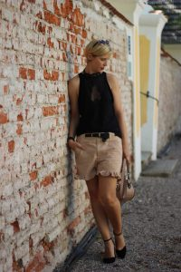 Rüschenshorts, elegant, chic, Pumps, Blockabsatz, victoria secret, ganni, tranparent
