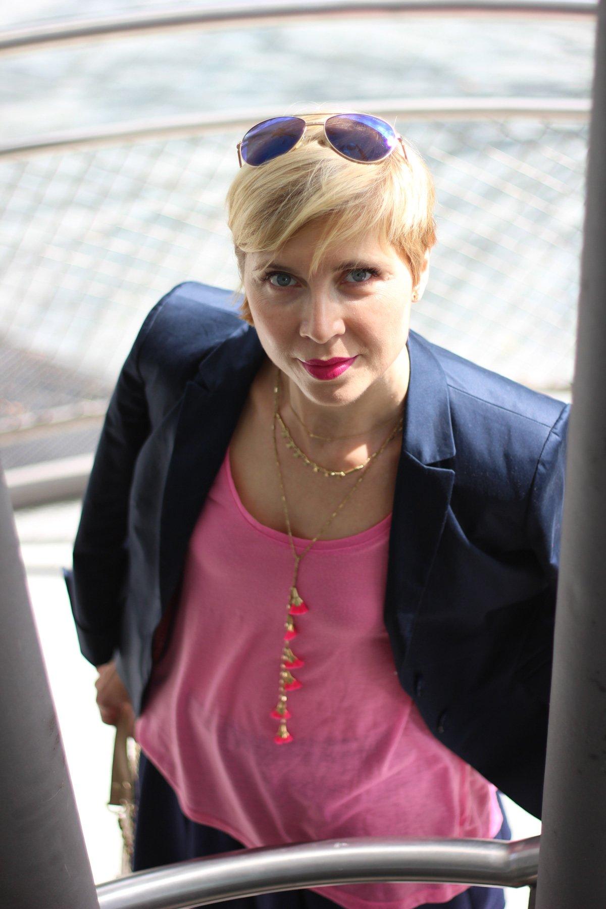 Blau mit Pink, Blazer mit Minirock, Sommerlook, Wedges,