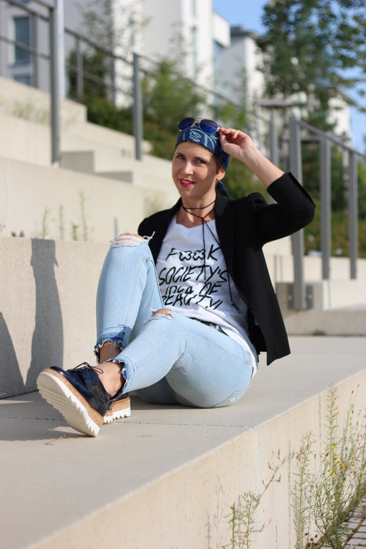 Statement-Shirt, Goldschnitte, Conny Doll, Jeans, Blazer,