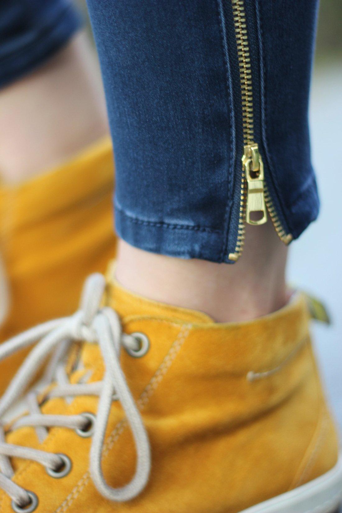 lässiges Jeanshemd mit einem Blazer, Muster, Herbstlook2017, knöchelhohe Sneaker, Paul Green