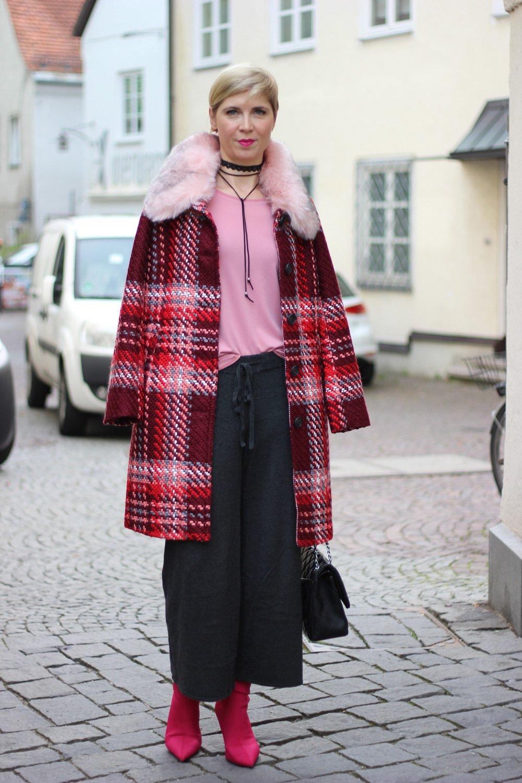 kräftige Farben, Mantel, Fake fur Kragen, Rottöne, Strickculotte, Shirt, Conny Doll, Herbst2017