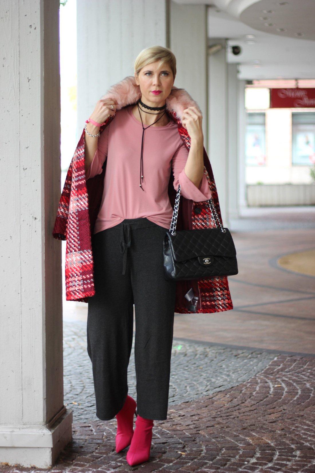 Herbstlook mit WENZ, kräftige Farben, Mantel, Fake fur Kragen, Rottöne, Strickculotte, Shirt, Conny Doll, Herbst2017