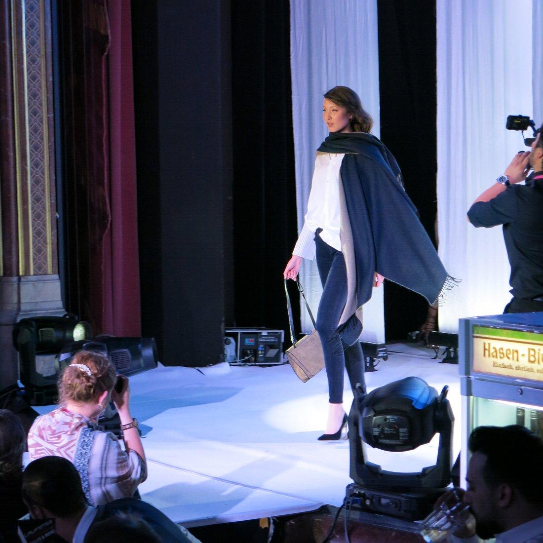 Laufsteg Fashionshow, Mantel, WENZ, Kurhaus Augsburg,