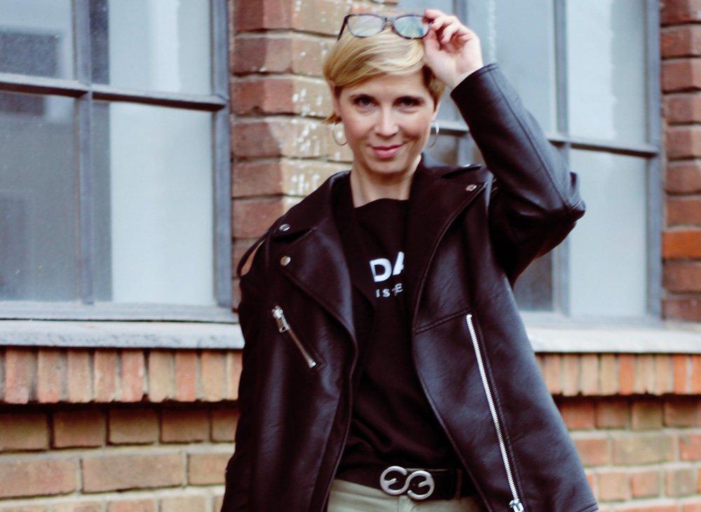 Unkomplizierte Looks, Cargohose, 10Days Amsterdam, Boyfriendblazer, Ankleboots, casual Wear, Statementshirt