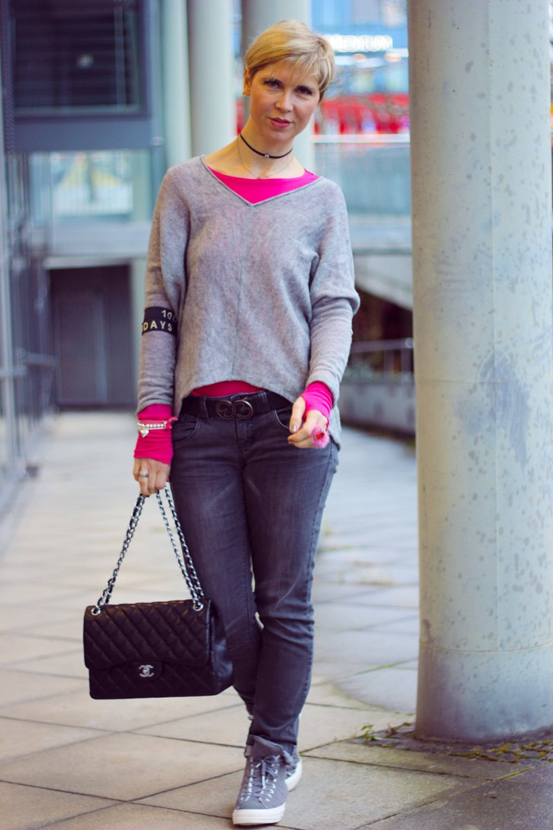 Conny Doll Lifestyle: Regenwetter, casual Friday Style, pink und grau, sneaker, chucks,