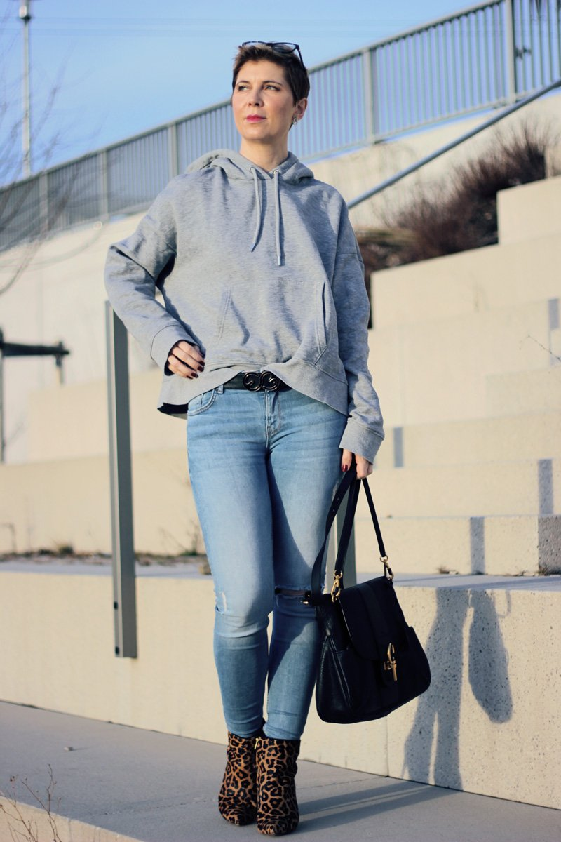 conny-doll-lifestyle: Neues Jahr - neues Haar, hoodie, leobooties, casual hoodiestyling, Kurzhaarfrisur