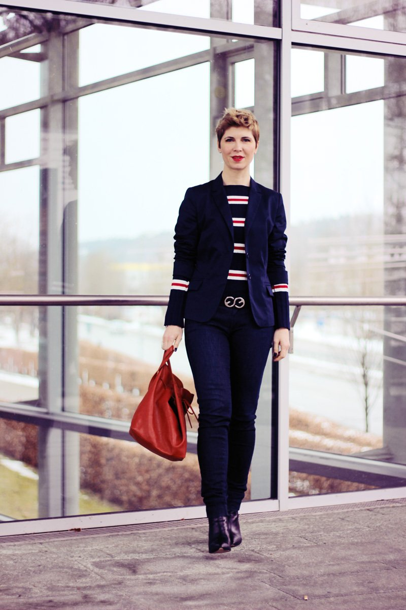 Conny Doll Lifestyle: casual Office-Look, Blazer, Blau allover, Blazer, Streifen, Ärmel,