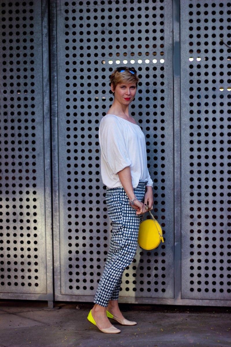 Conny Doll Lifestyle: Nett gemeinte Ratschläge und Punkte auf der Hose, casual wear, denim, jeansjacke, smiley