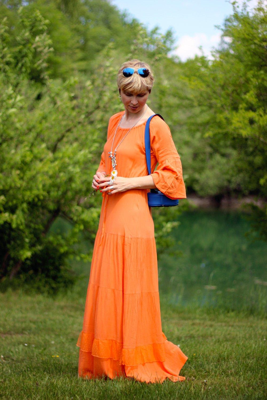 Conny Doll LIfestyle: orange, meine Geschichte über Zuspätkommen, auf Reisen und überhaupt, Sommerkleid, knitterfrei, Urlaub