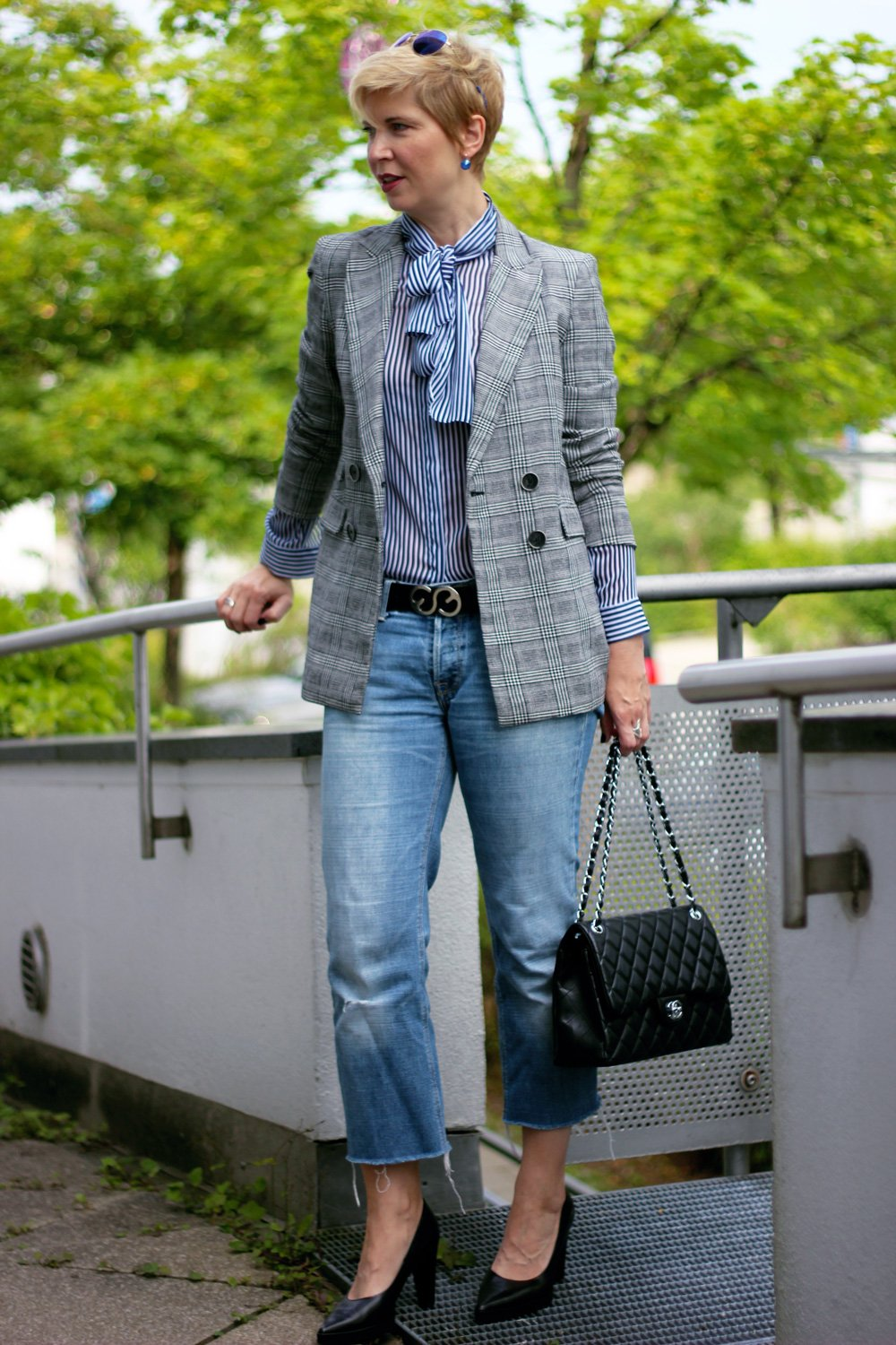 Conny Doll Lifestyle: Glencheck und Streifen, Denim, casual, pumps, business-styling