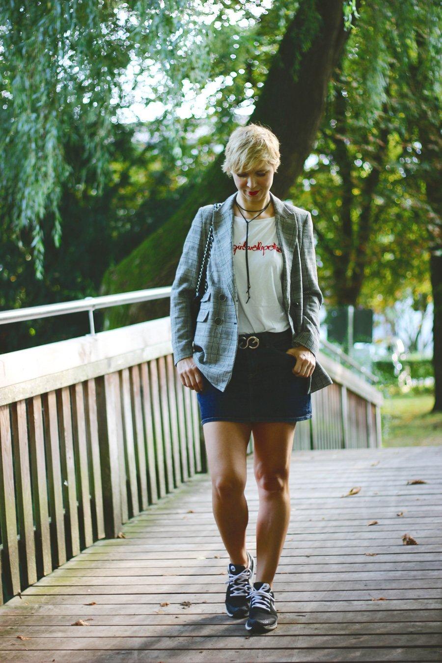 conny-doll-lifestyle: Mode ist altersunabhängig oder nicht - Jeansrock und Blazer - Spätsommerkombi 2018
