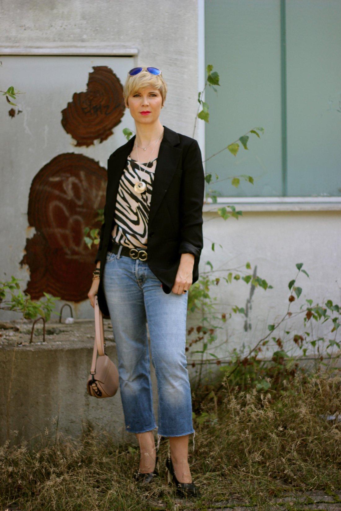 Conny Doll Lifestyle: Bayern wählt am Sonntag - nur wen? Übergangslook: Seidentop mit Longblazer, 7/8 Jeans, Pumps,