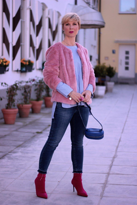Rosa und Hellblau - Fakefur im Herbst und die Werbestrategie der Fashionbranche