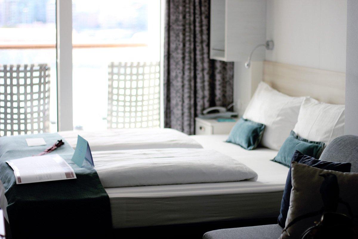 conny doll lifestyle: Meine Reise mit der Wohlfühlflotte auf der Mein Schiff 1 - Teil 2: Workshops und Dresscode, Bett, Balkonkabine, MS1, TuiCruises