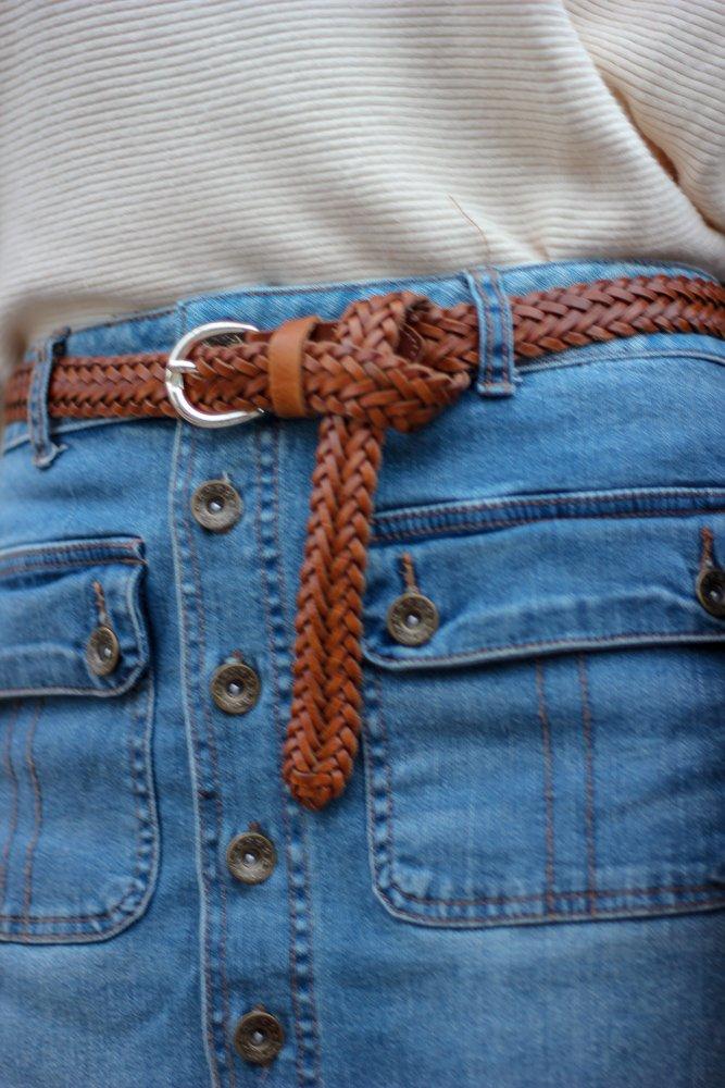 conny doll lifestyle: denimrock, pullover, strumpfhose, feinstrumpfhose, Stiefel, Frühling, Wie gehe ich mit Feinstrumpfhosen um, Details