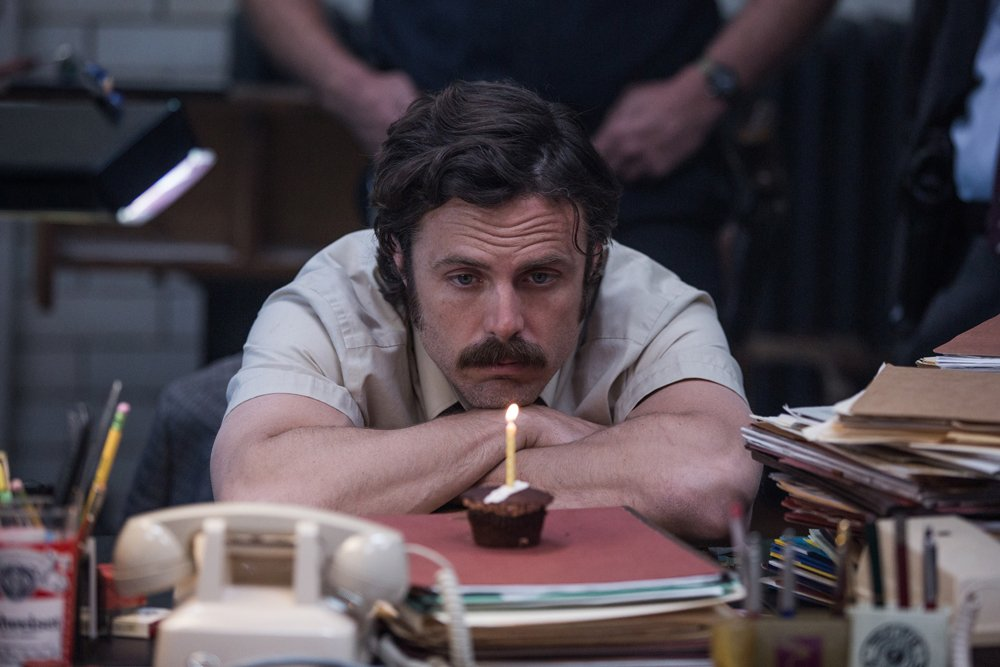 conny doll lifestyle: Casey Affleck als Polizist