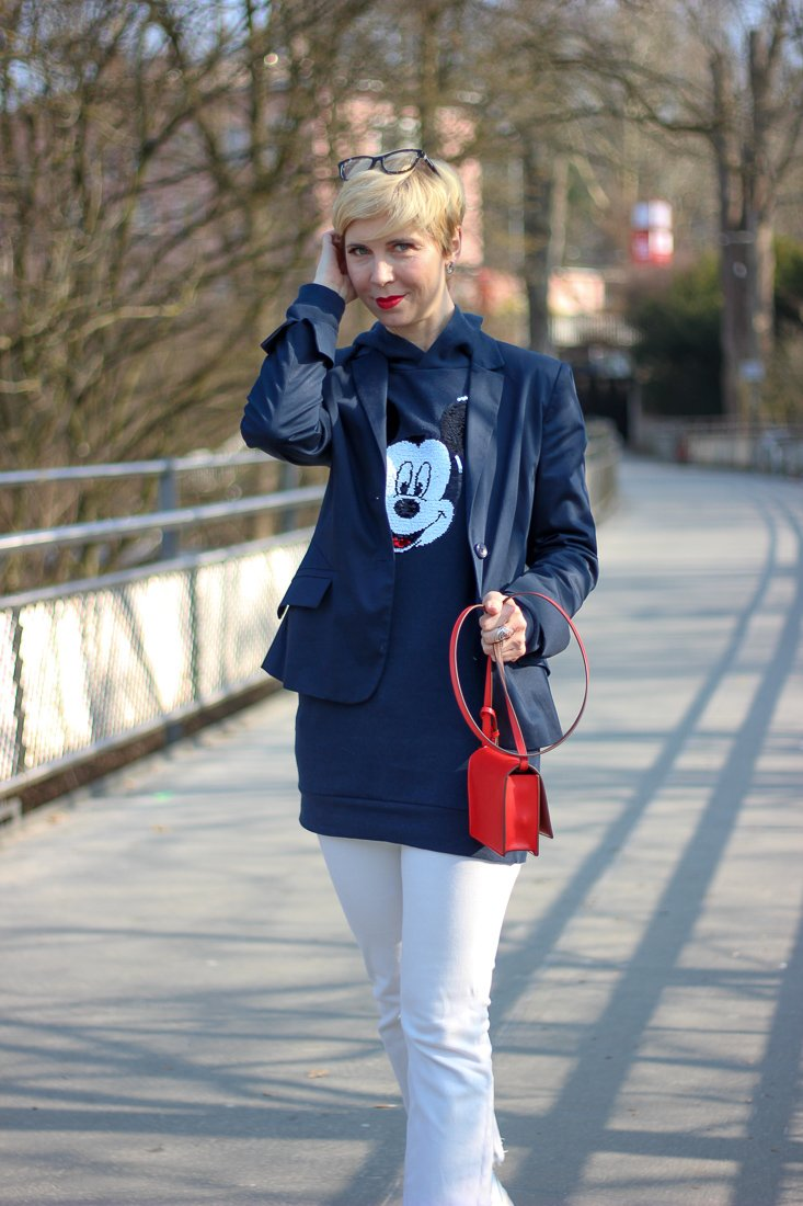 conny doll lifestyle: Hoodie, casual Friday, Blazer, Sneaker