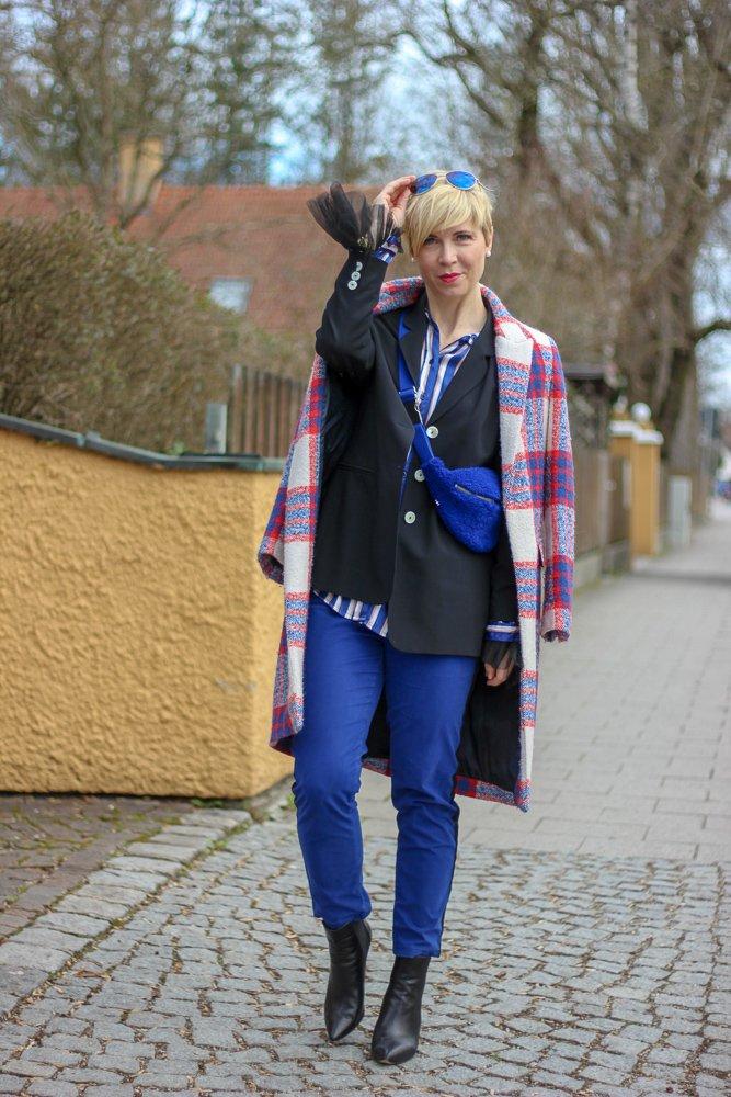 Sechs Jahre Conny Doll Lifestyle: Zeit für ein paar Fakten und ein Shoppingevent, Smokinghose, blau, blazer, blue, Mantel, Frühling, Gürteltasche, Pyjamabluse