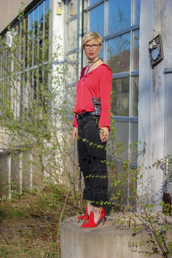 conny doll lifestyle: Teilzeit-Klimaschutz #fridayforfuture - Tanzschuhe getestet, schwarz, rot, Abendoutfit, lockerfallende Bluse,