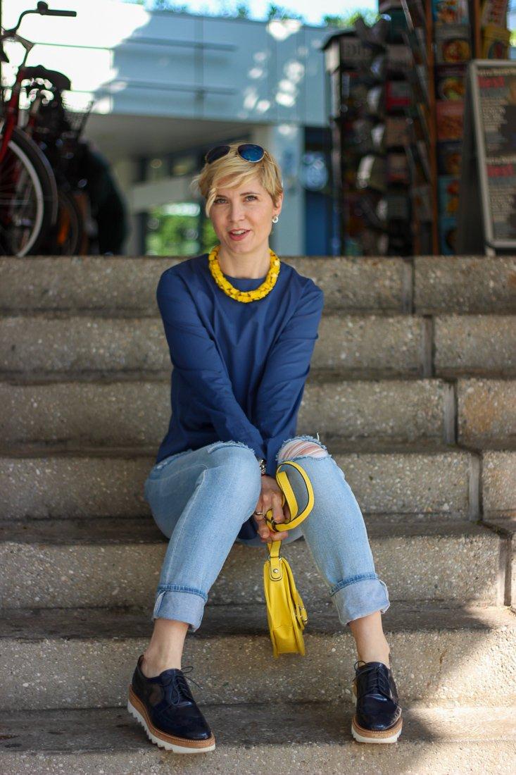 conny doll lifestyle: Die Sache mit dem tap water - Wasser aus der Leitung, Outfit in blau, Mode, Inspiration, casual, Friday-Outfit, highwaist,
