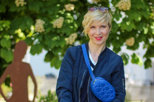 conny doll lifestyle: Welche Konfektionsgröße trage ich - ein casual Office Look in blau-weiß
