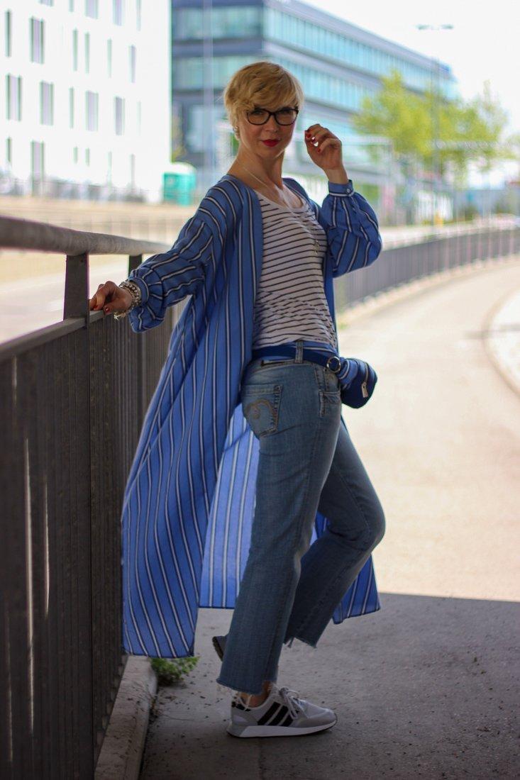 Kimonokleid als Mantel gestylt - Urlaubsshopping