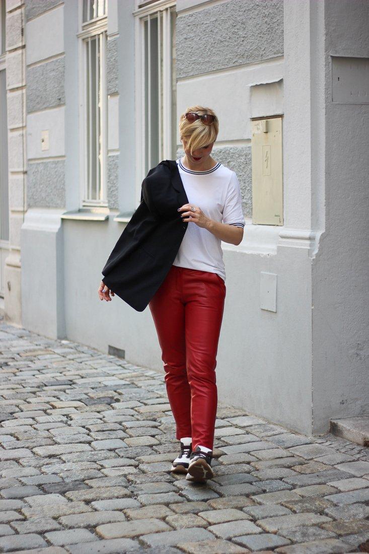 conny doll lifestyle: WENZ, Stylingideen für eine Lederhose - sportlich, casual, T-Shirt, Sneaker