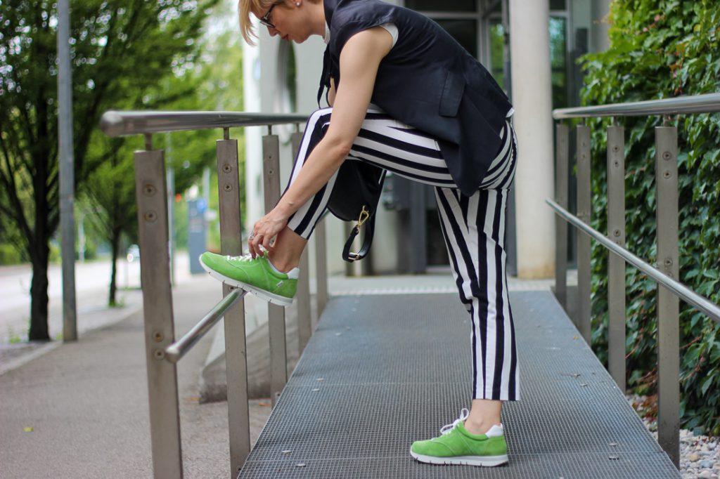 conny doll lifestyle Erfahrungen mit UXGO Schuhen, Ladyblogger, Sneaker zum Businesslook, schwarz-weiß, grün, gesunde Füße und Fußgesundheit