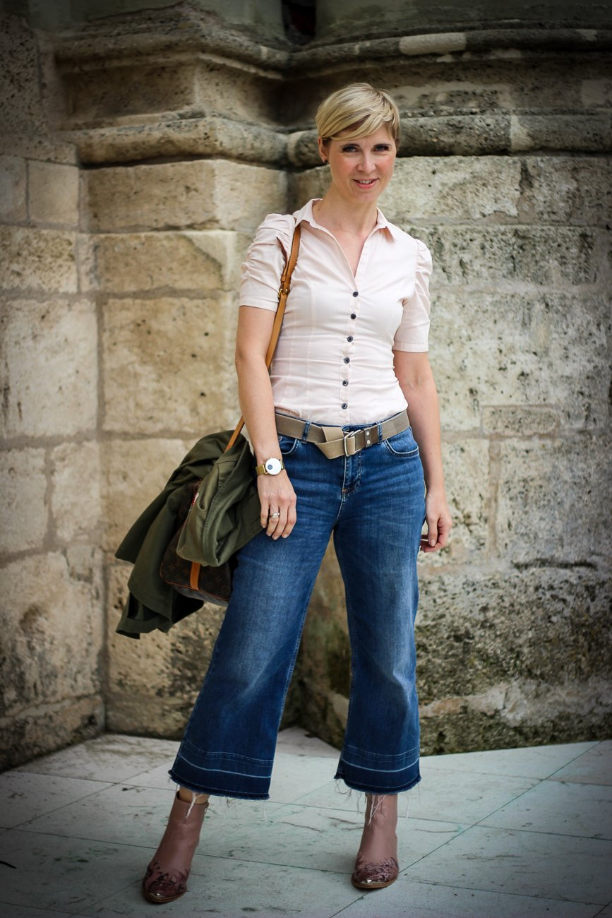 conny doll lifestyle: Bluse mit Puffärmeln, cropped jeans, cowboyboots