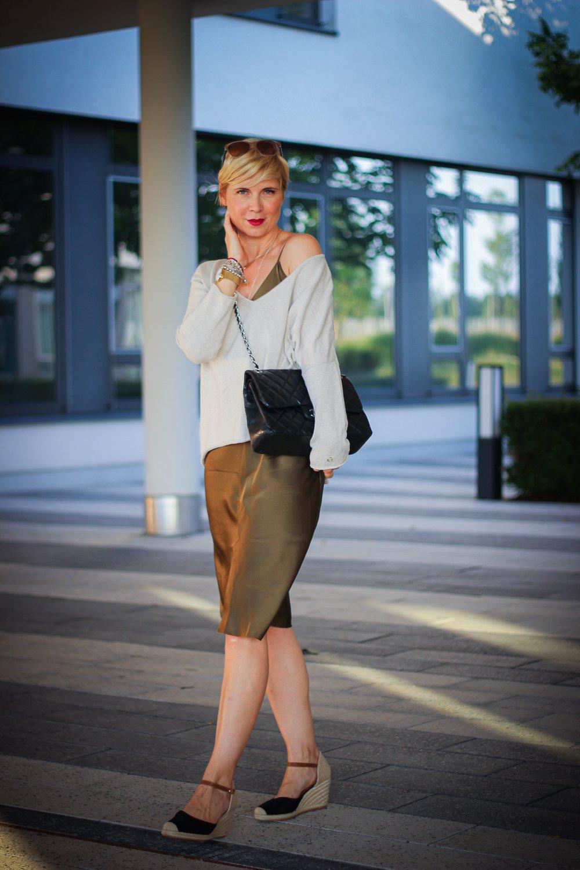 Conny Doll Lifestyle: Slip on dress, Negligé, Seidenkleid für den Herbst gestylt, Modeblog,