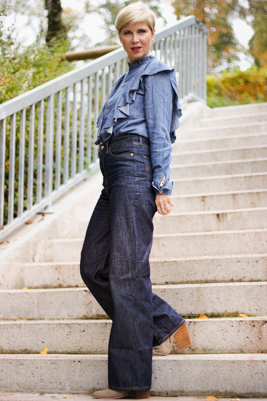 conny doll lifestyle: Jeanshose, Rüschenbluse, Cowboyboots, Denimlook, Cordblazer, Herbststyling