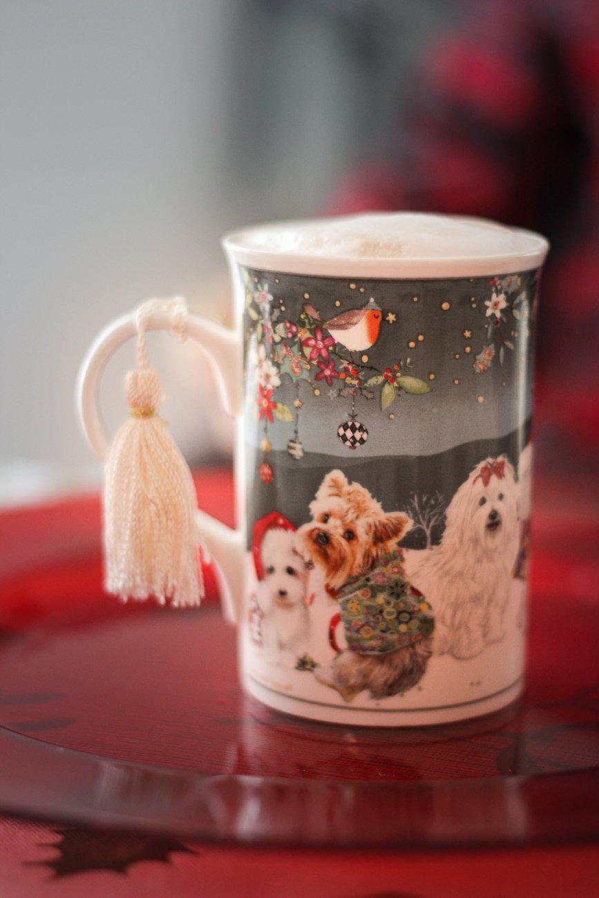 conny doll lifestyle: Weihnachten - Vorfreude, englische Köstlichkeiten, Vorfreude, Becher Christmasdogs