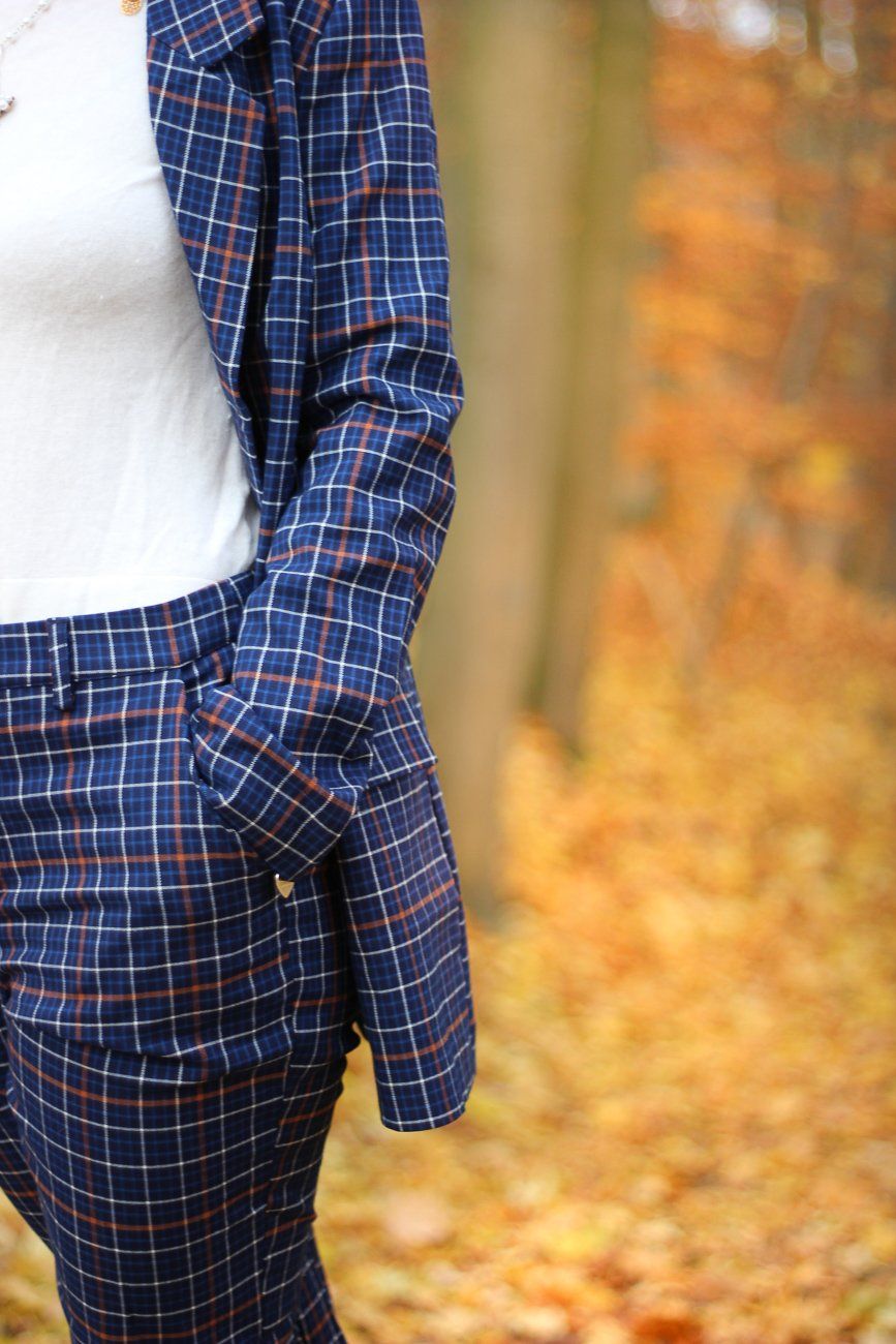 conny doll lifestyle: karierter Anzug, Gestuz, Conny Doll, blau, orange, Herbstlook, Details