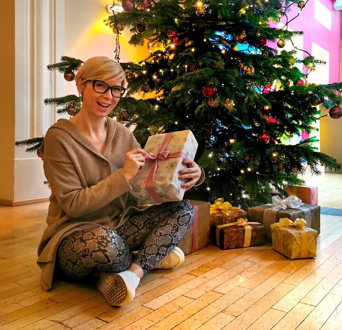 conny doll lifestyle: Weihnachten, Weihnachtsbaum, Weihnachtswerbespot, Geschenke, 2019