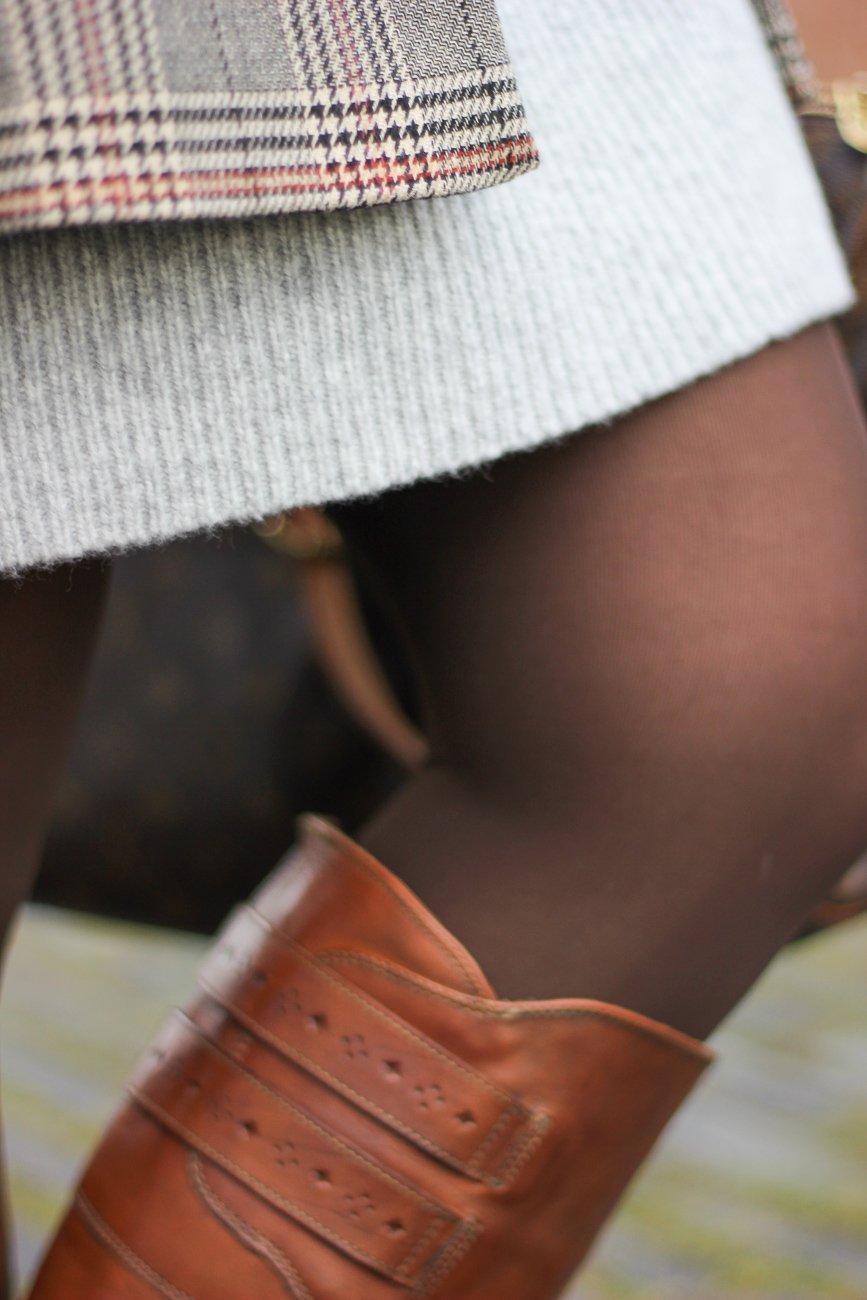 conny doll lifestyle: grau und braun, details, Strumpfhose,