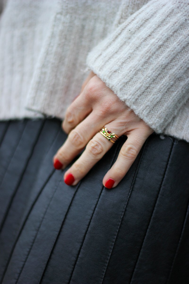 conny doll lifestyle: Lederrock, Strickpullover, Details, Ring