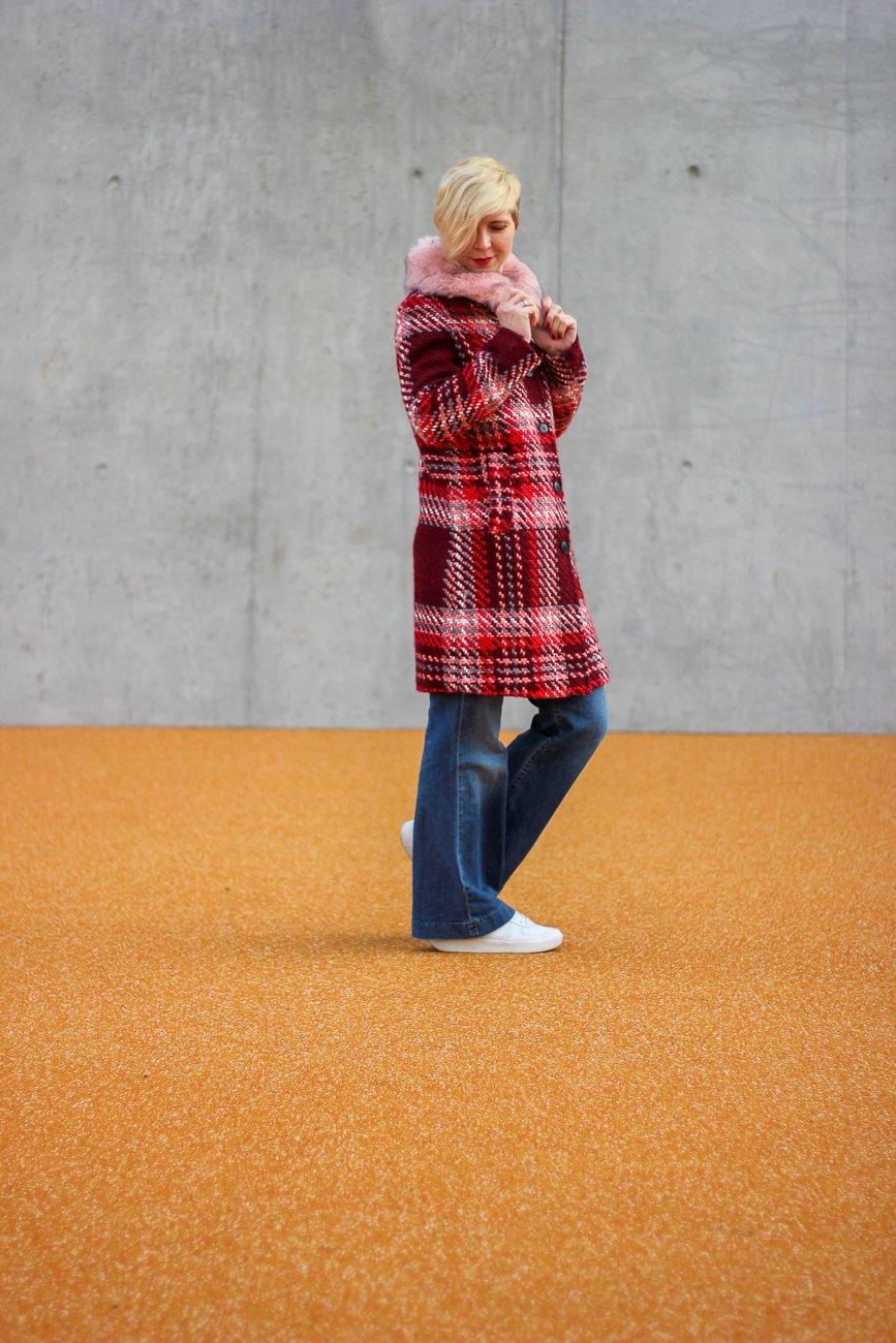 conny doll lifestyle: Geschmackssache: Hohe Taille oder Hüfthose, low waist, high waist, denim, casual styling, weite Hose, Mantel