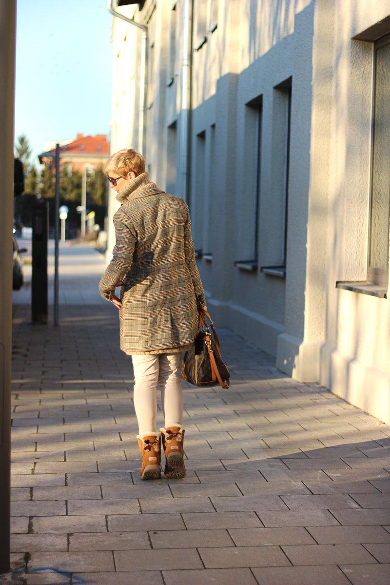 conny doll lifestyle: capsule wardrobe, beige, Kombinationsfarbe, nude, Winterlook, braun, Karo