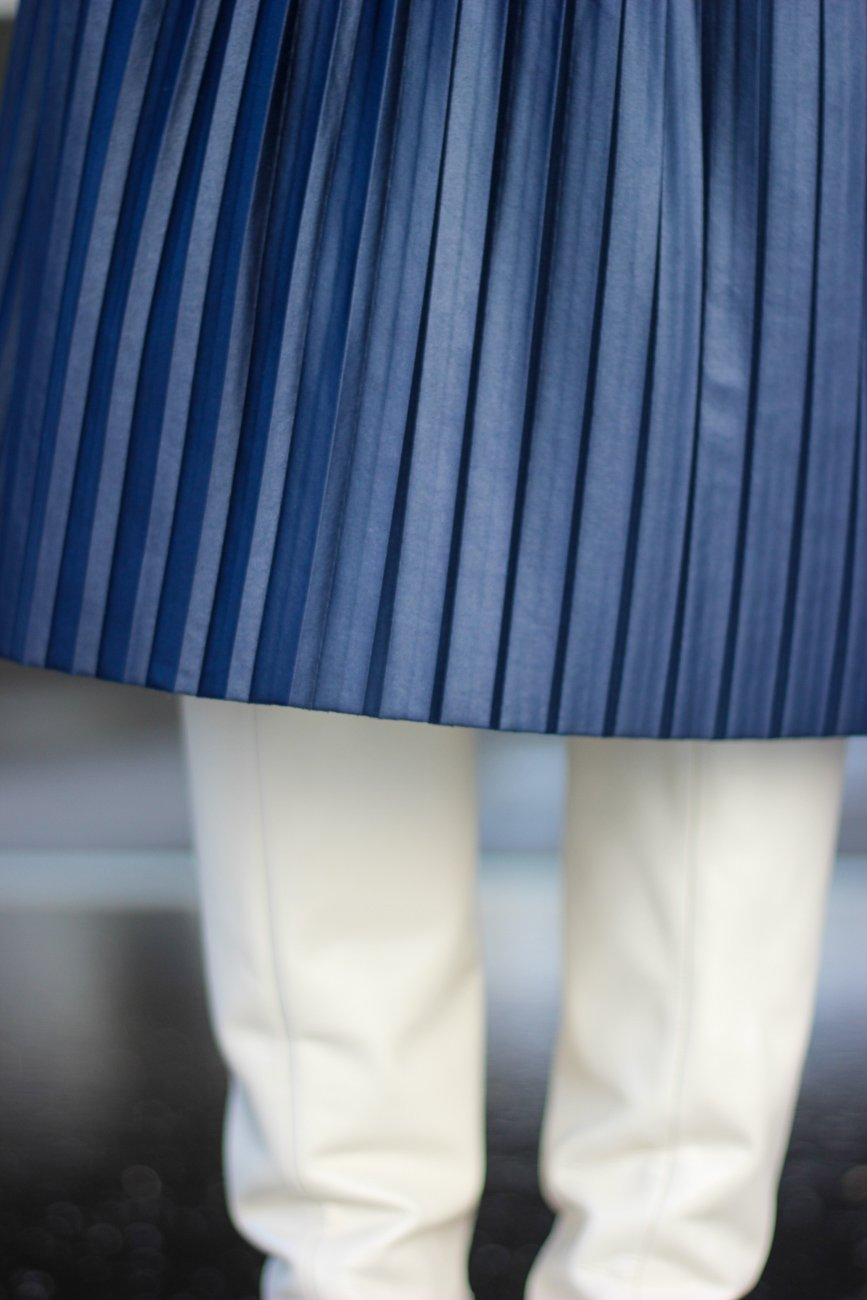 conny doll lifestyle: Details, Faltenrock, Stiefel